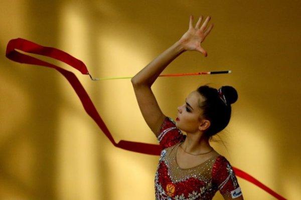 Гимнастки Дина и Арина Аверины стартуют на чемпионате Европы