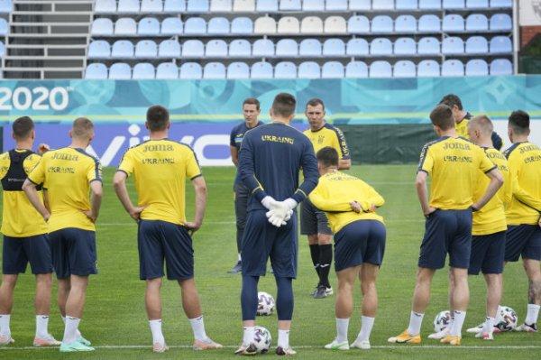 УЕФА обязал сборную Украины убрать с формы