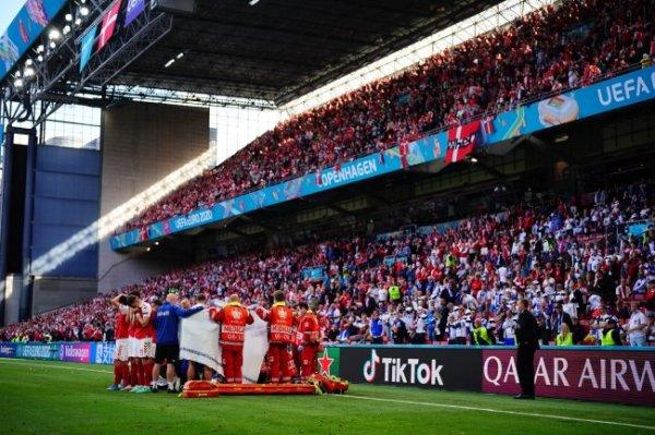 Датский футболист Эриксен потерял сознание во время матча Евро с финнами