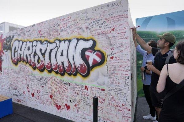 В Копенгагене открыли стену для пожеланий футболисту Кристиану Эриксену