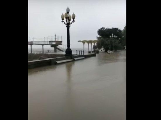 Черноморский флот пришел на помощь крымчанам после потопа