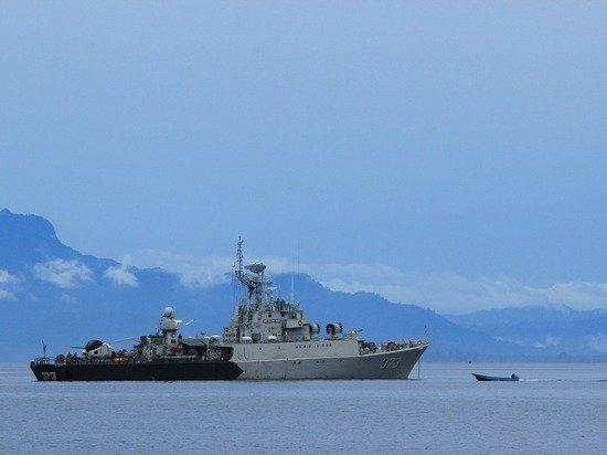 Черноморский флот и ФСБ предотвратили нарушение границы британским судном