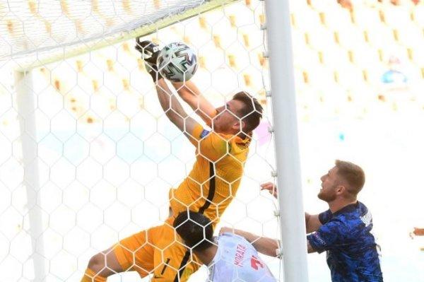 Испанские футболисты разгромили словаков и вышли в плей-офф Евро-2020