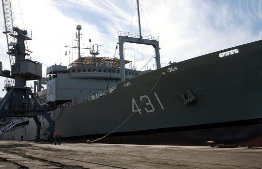 Со дна Авачинской бухты на Камчатке подняли затонувший плавучий док
