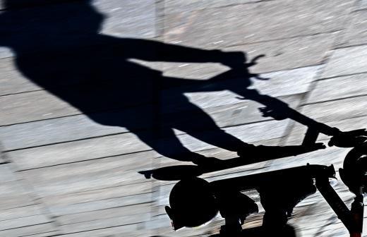 Минтранс предложил запретить использование электросамокатов тяжелее 35 кг на тротуарах