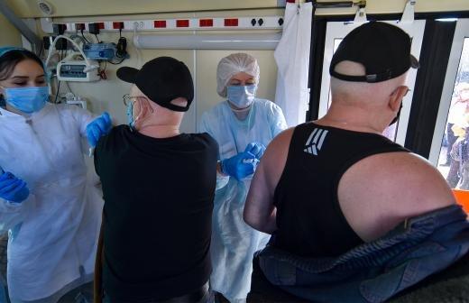 Губернатор Курганской области сделал прививку от COVID-19