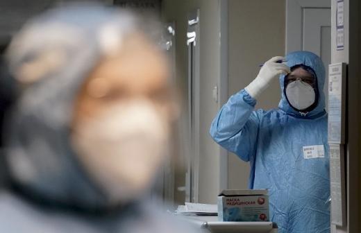 В Москве назвали временным снижение роста заболеваемости COVID-19