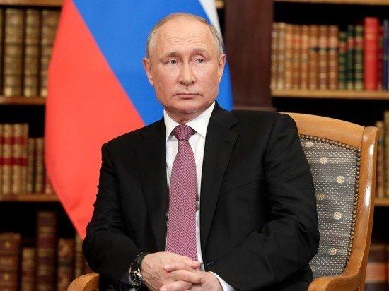 Путин подписал закон об уголовном наказании за финансирование нежелательных НПО