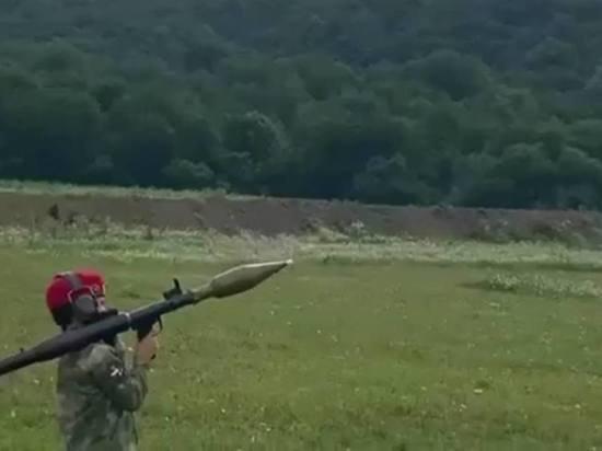 В Чечне мальчик в форме Росгвардии выстрелил из гранатомета