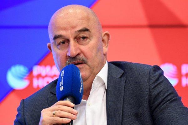 Черчесов заявил, что не собирается уходить в отставку