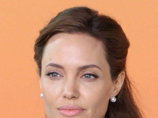 Анджелину Джоли и рэпера Weeknd заметили на свидании в ресторане