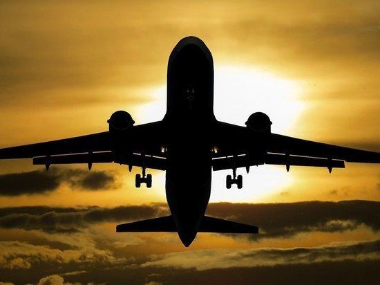 Пилоты самолета, упавшего в Тихий океан, спасены