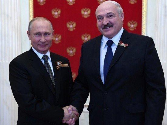 Путин поздравил Лукашенко с Днем независимости Белоруссии, вспомнив войну