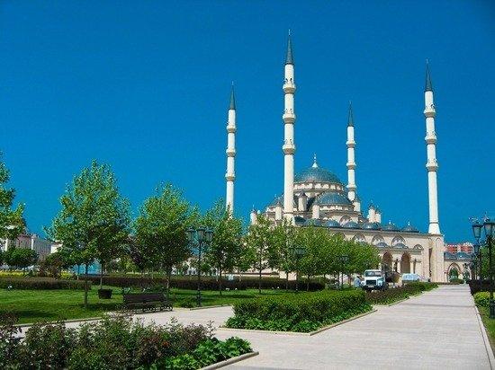 В Чечне ограничили заполняемость мечетей и храмов из-за COVID-19