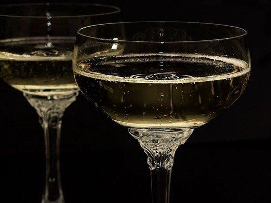 Путин подписал закон, остановивший поставки французского шампанского в Россию