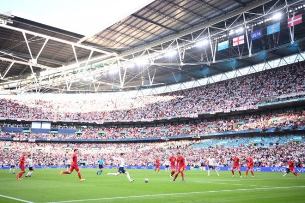 УЕФА начал разбирательство из-за поведения английских болельщиков
