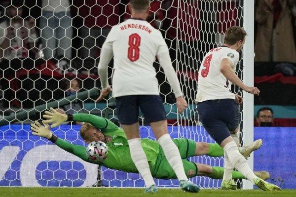 Англия в финале благодаря пенальти, которого не было? Отвечают Ловчев и Егоров