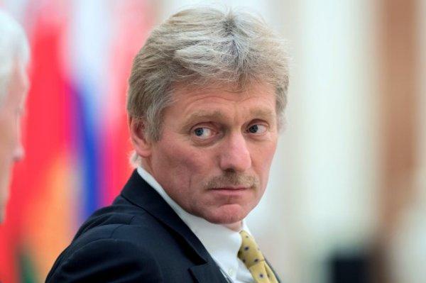 Песков оценил возможность приглашения иностранного тренера в сборную