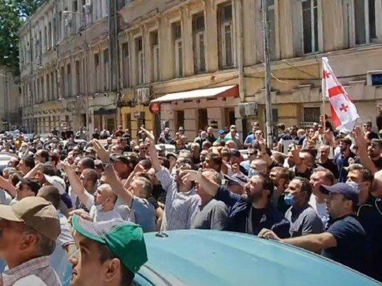 Полиция задержала у офиса правящей партии Грузии 12 человек