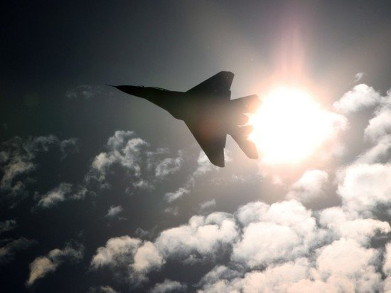 Российский истребитель сопроводил американский самолет-разведчик над Черным морем