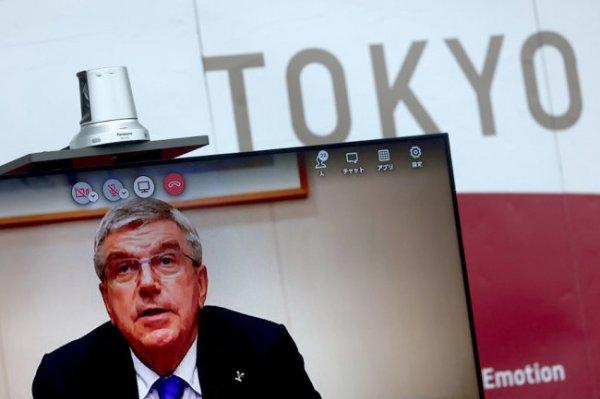 Президенту МОК Баху в Японии приходится нелегко