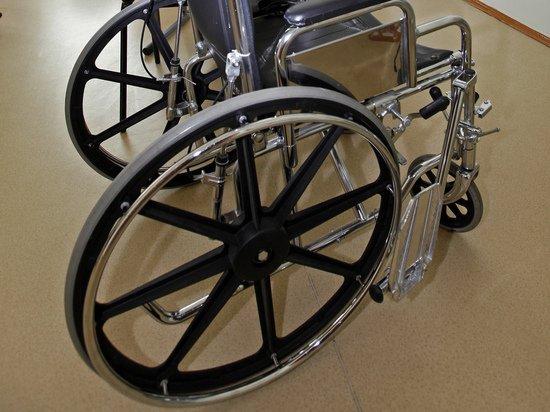 Паралимпийской чемпионке на инвалидной коляске закрыли вход в магазин