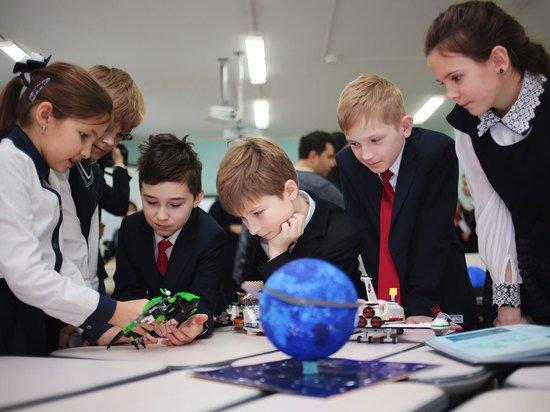 Выплаты школьникам 10 000 рублей распространили на студентов