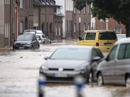 Пострадавшие от наводнения в Европе рассказали, как спасались на крышах