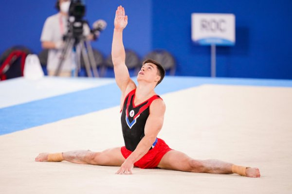 Гимнаст Нагорный лидирует в индивидуальном многоборье на играх в Токио