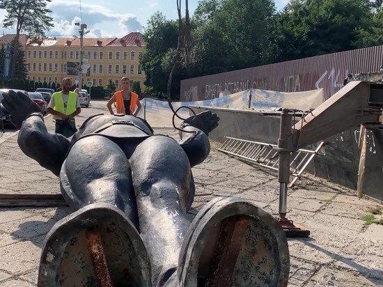 Во Львове окончательно демонтировали Монумент славы
