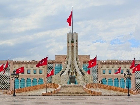 СМИ: власти Туниса продлили на полгода режим чрезвычайного положения