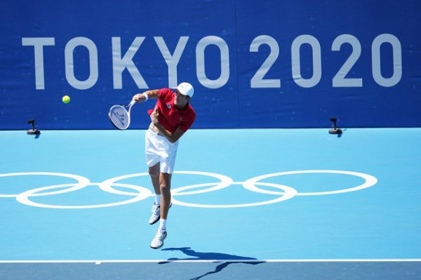 Медведев выиграл в первом матче в карьере на Олимпиаде