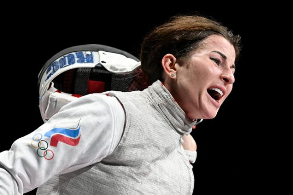 Рапиристка Дериглазова стала серебряным призером Олимпиады