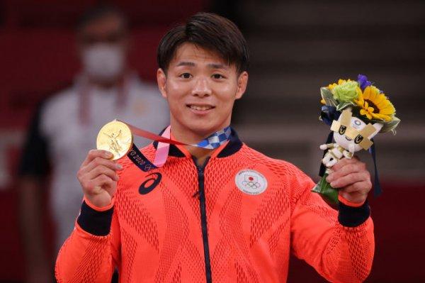 Брат и сестра Абэ завоевали золотые медали в дзюдо на Олимпиаде в Токио