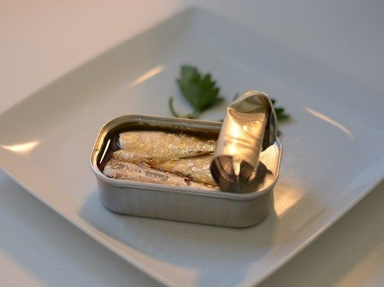 Диетолог Соломатина рассказала, как правильно выбирать рыбные консервы