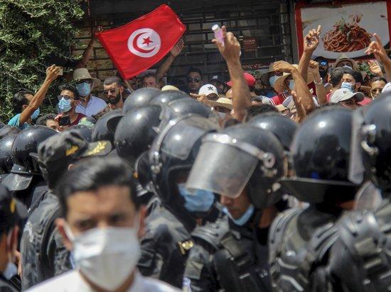 Названы причины беспорядков в Тунисе