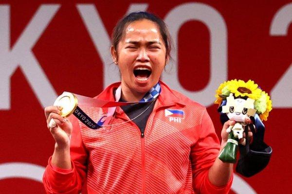 Филиппинская штангистка Диас победила на Олимпиаде в весе до 55 кг