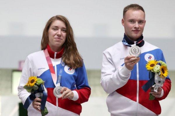 Бацарашкина и Черноусов выиграли серебро в стрельбе на ОИ-2020