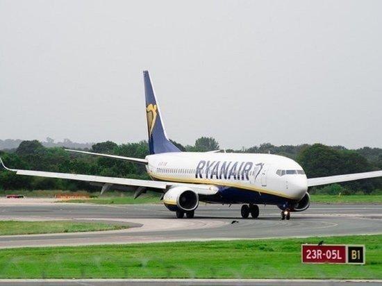 Посадивший самолет Ryanair диспетчер покинул Белоруссию вместе с семьей