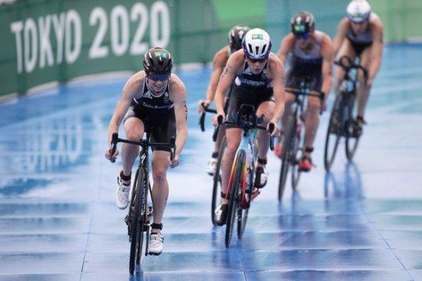 Триатлонистка Горбунова из-за падения сошла с дистанции на Играх в Токио