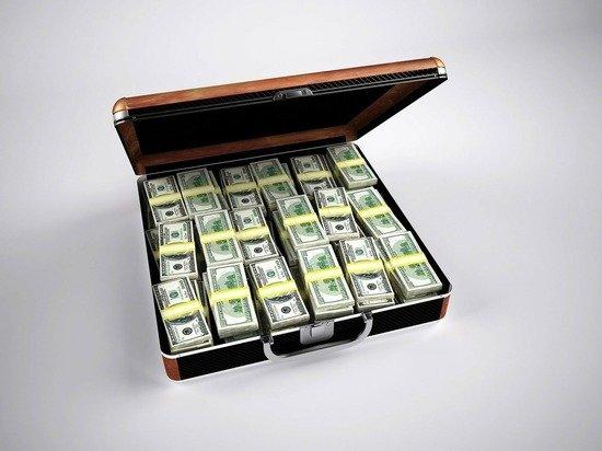 Россияне начали возвращать доллары на банковские счета