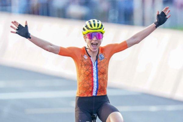 Голландка ван Влетен выиграла гонку с раздельным стартом на ОИ в Токио