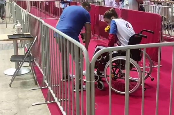 Рапиристка Мартьянова после финала Олимпиады уехала в инвалидном кресле