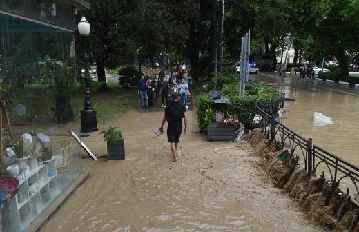 Мэр Ялты сообщила о локальных подтоплениях в городе из-за дождя