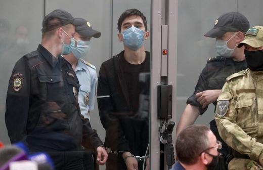 Устроившему стрельбу в казанской школе продлили арест