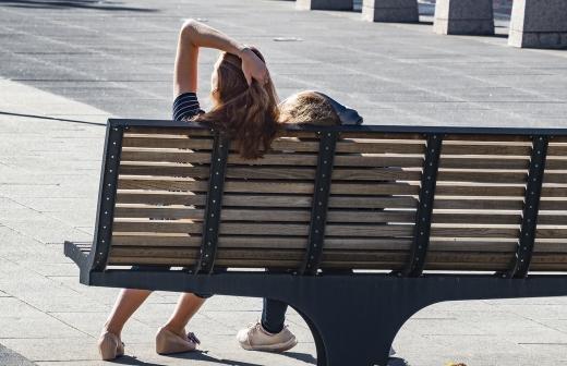 Косметолог напомнила о вреде солнечных лучей в городе