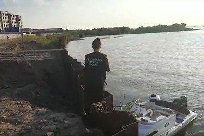 Один из пассажиров столкнувшегося с мостом катера в Петербурге скончался