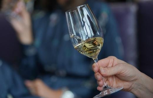 Эндокринолог рассказал о влиянии алкоголя на мужчин и женщин