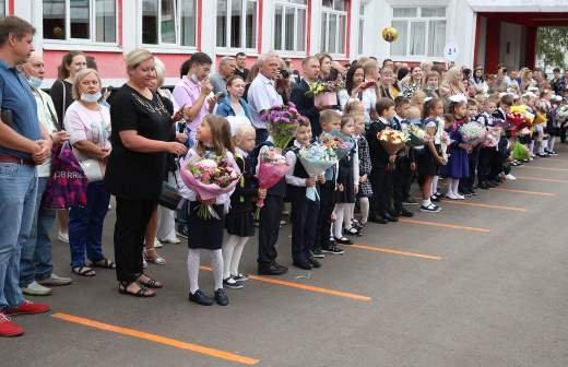 Кабмин сообщил о выделении 200 млрд рублей на выплаты для детей 6-18 лет