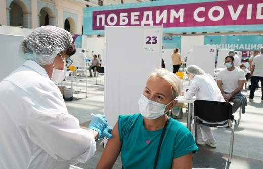 В РАН оценили появление в России бразильского штамма COVID-19